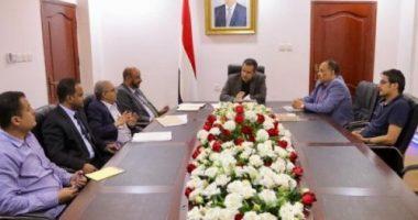 رئيس الحكومة اليمنية يبحث مع قيادة صافر ومصفاة مأرب تطوير انتاجهما